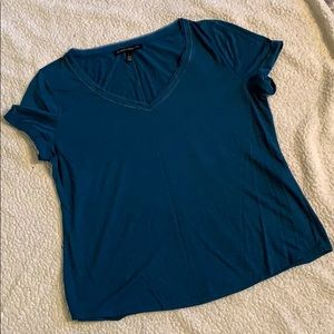 Beauty blue T. Perfect for everyday.
